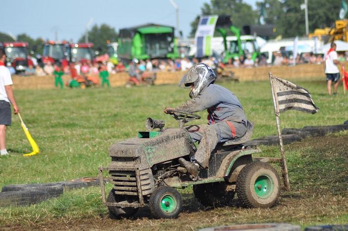 course de tracteur tondeuse fête de l'agriculture nozay